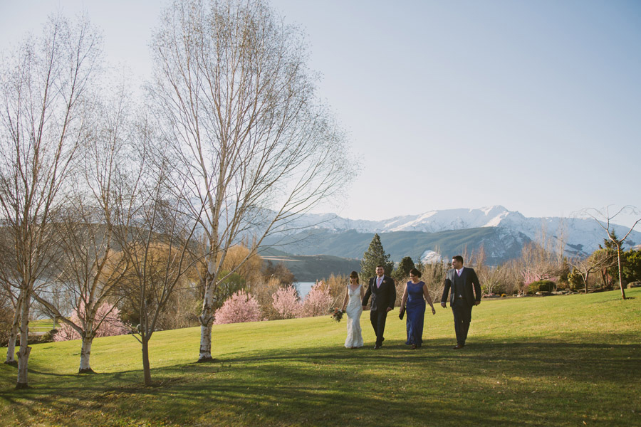 Beautiful wedding photos at Stoneridge Estate in Queenstown, New Zealand by Queenstown wedding photographer Alpine Image Company.
