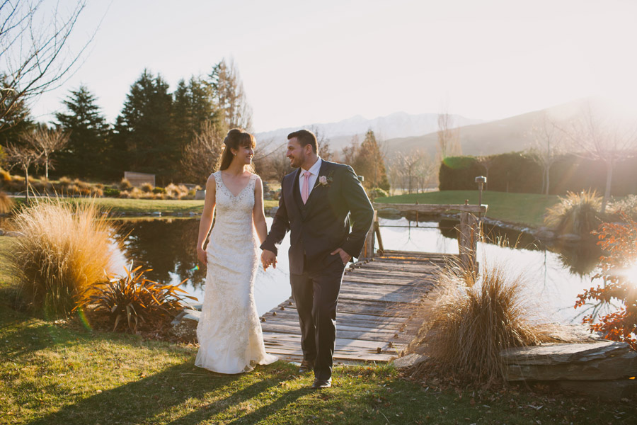 Gorgeous wedding photos at sunset by Queenstown wedding photographer Alpine Image Company.
