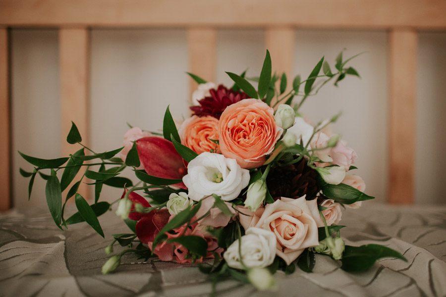 Bridal bouquet colour pop