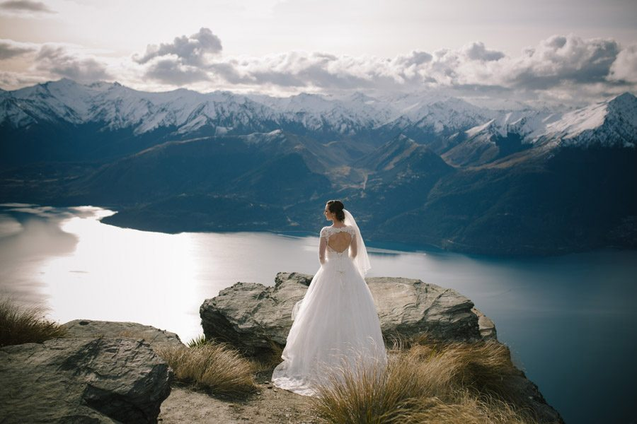 A beautiful bride high in the queenstown mountains