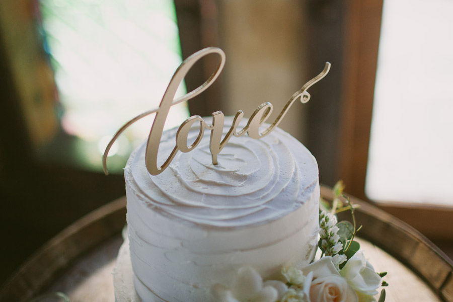 Gorgeous wedding cake details from Katie & Bernard's Queenstown wedding by Alpine Image Company.