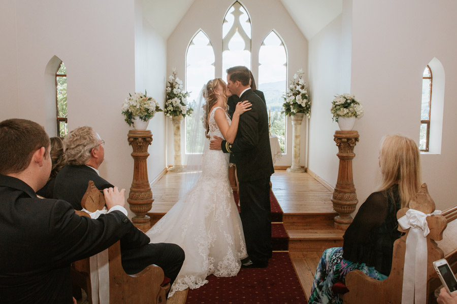 First kiss as husband and wife at Queenstown's Stoneridge Estate