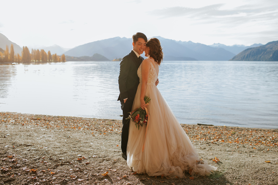 Eric and Jamie couldn't have picked a better day for their autumn pre-wedding shoot in wanaka, just look at how glassy the lake is!