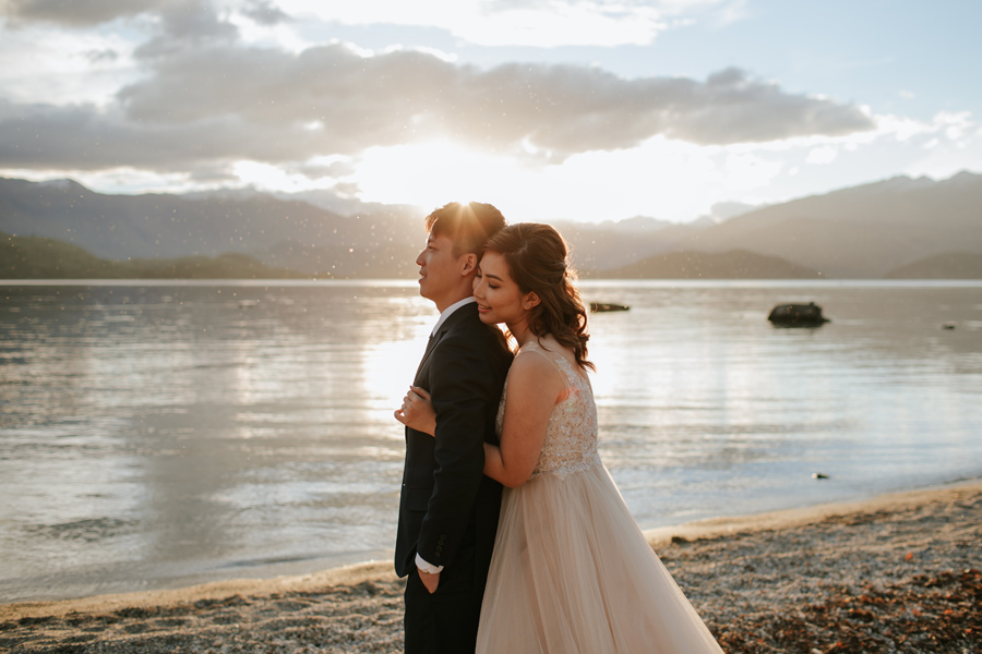 Autumn is just perfect for weddings in Wanaka. Jamie and Eric were so lucky with the golden hour and the calm lake.